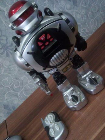 Игрушка детская робот.