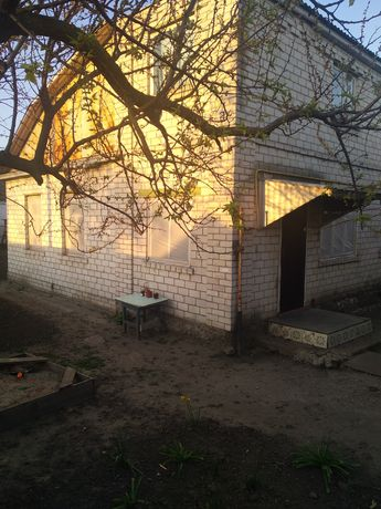 Продам будинок в Бобровиці, ціна договірна