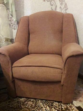 Продаю два кресла)))