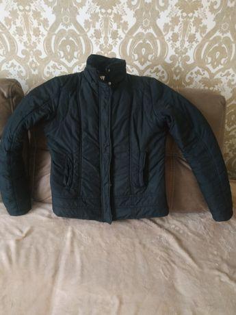 Куртка жіноча, чорна, тепла 38 розмір