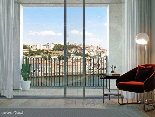 Apartamento T3 Duplex, com 170 m2, vista rio, 2 varandas ...