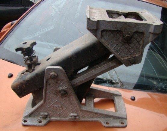 Стойка водительского сидения грузовика ИФА