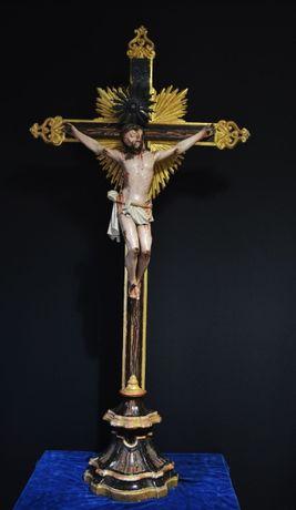 Cristo antigo em madeira com apontamentos de prata 125cm