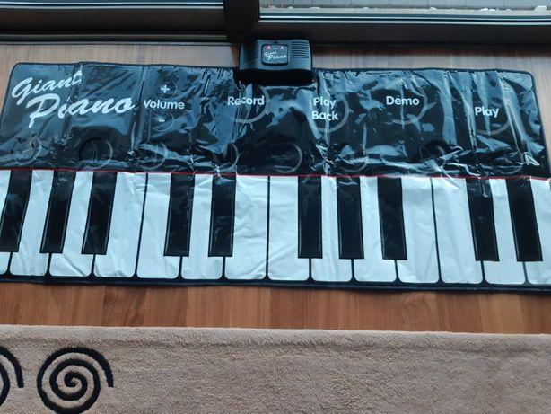 """""""Giant Piano"""" (Piano que se toca com os pés)"""