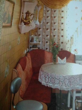 Уголок кухонный бу+стол идеальное состояние.