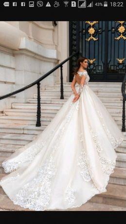 Suknia ślubna Crystal Design Ellery
