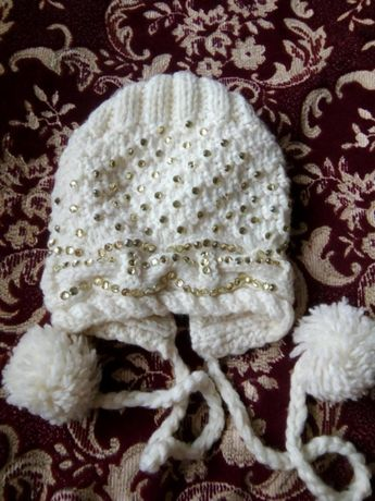 Весняна шапочка с камнями 7-9 лет Шапка біла стрази