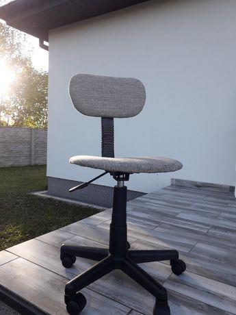 Krzesło   obrotowe do biórka.