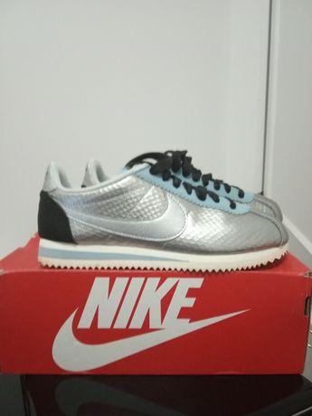 Ténis em pele Novos Nike Cortez prateados - tam. 38/5