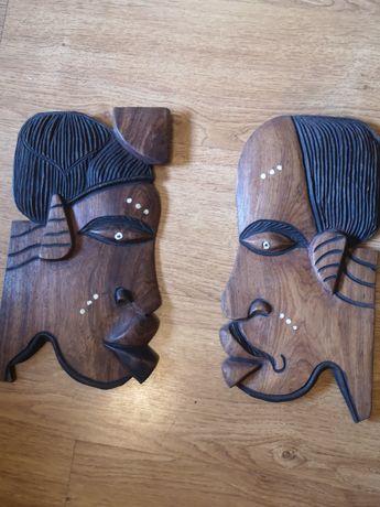 Máscara de decoração em madeira