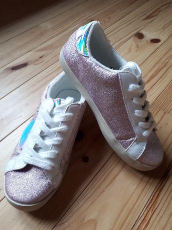 Кроссовки для девочки.Италия.