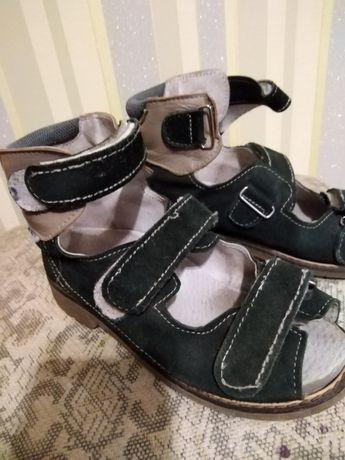 Взуття ортопедичне, босоніжки