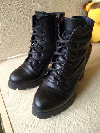Ботинки кожа на каблуке