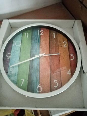 Zegar ścienny. Nowy