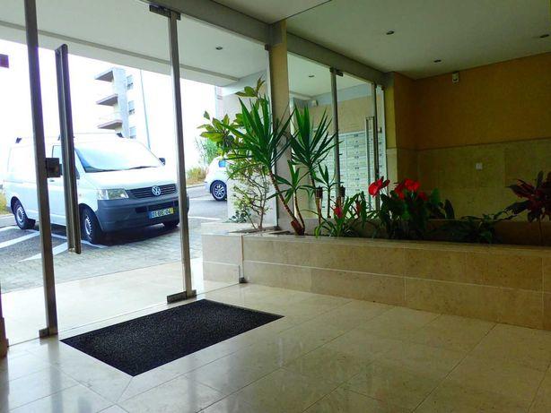 Bom apartamento T1, com varanda e garagem, em Leiria.