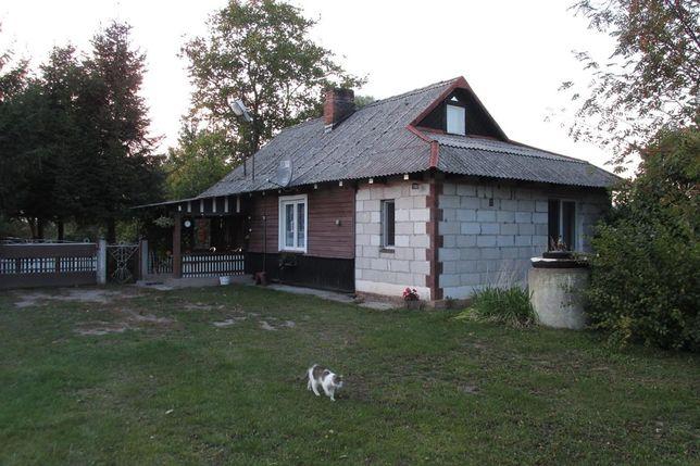 Domek drewniany jednorodzinny na wsi