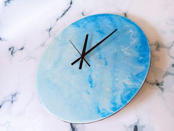 Часы с эпоксидной смолы на ваш вкус