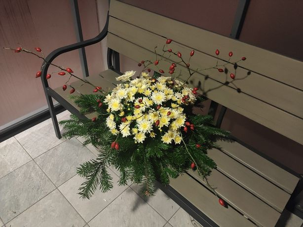 Wiązanka na groby z żywych kwiatów