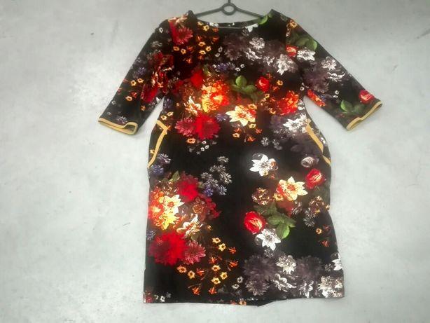 Sukienka tunika w malowane kwiaty elastyczna czarna 44 46