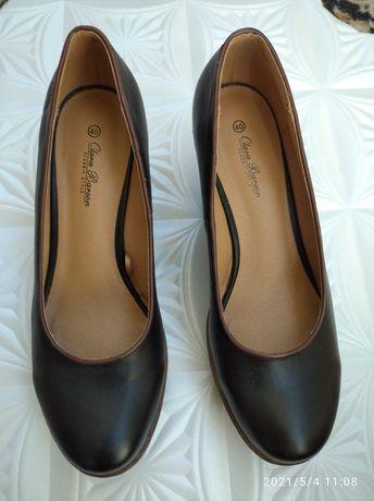Туфли лодочки, полностью кожаные. Длина стельки 26 см.