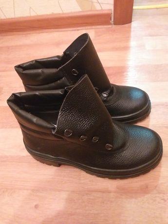 Отдам  ботинки новые
