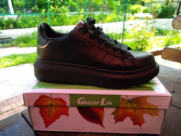 Кросівки жіночі чорного кольору (красовки)