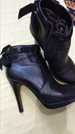Ботиночки женские кожаные.