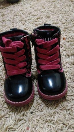 Чобітки,ботинки.