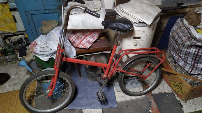 Велосипед спущено заднее колесо