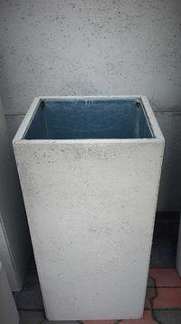Elegancki Kosz/ pojemnik na śmieci - beton architektoniczny _ metal
