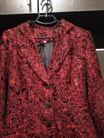 Пальто-пиджак красивое весеннее