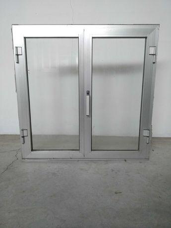 Janela em aluminio cinza