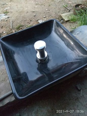 Umywalka nadblatowa czarna