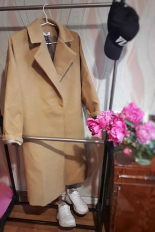 Пальто цвета CAMEL.