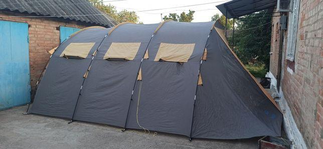 Большая палатка для выезда на природу. Крепится к автомобилю