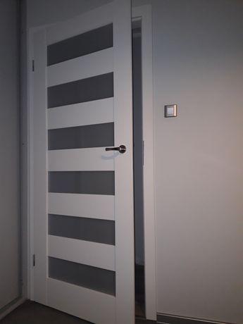 Drzwi pokojowe białe z ościeżnicą regulowaną