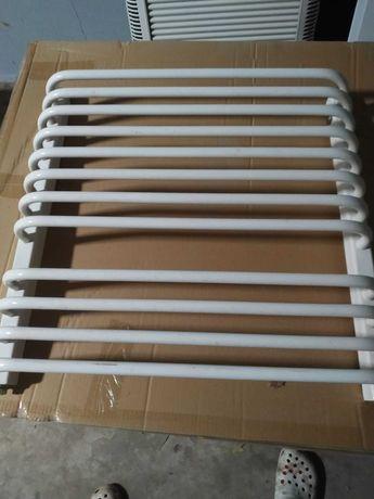 Grzejnik łazienkowy biały wiszący 60 x 63 cm
