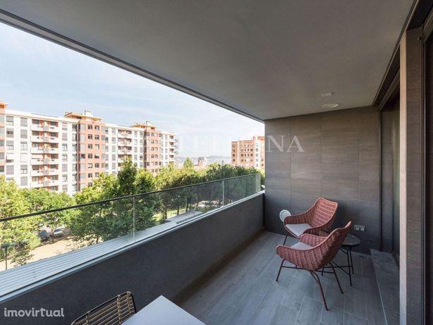 Célere Miraflores. Apartamento T4 com varanda