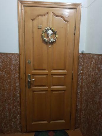 Вхідні двері.дерево
