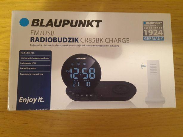 Stylowy Budzik i cyfrowe Radio FM funkcją bezprzewodowego ładowania