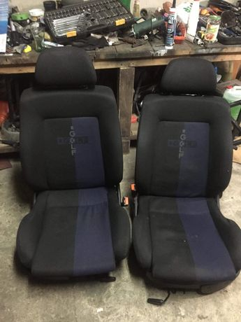 Fotele przednie kubelkowe i podgrzewane VW Golf