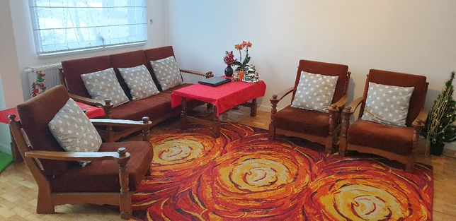 Zestaw wypoczynkowy ze stolikiem typu Mieszko