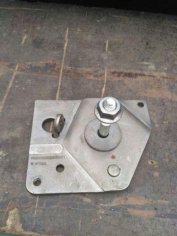 Металева пластина під натяжний ролик в мотор Рено Трафік