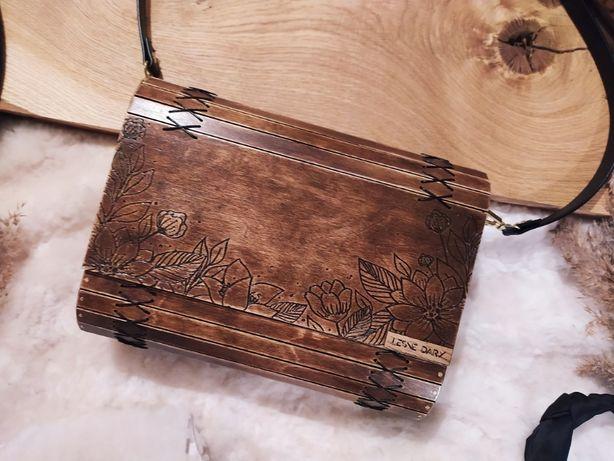 drewniana torebka damska, torebka z drewna, prezent na dzień kobiet