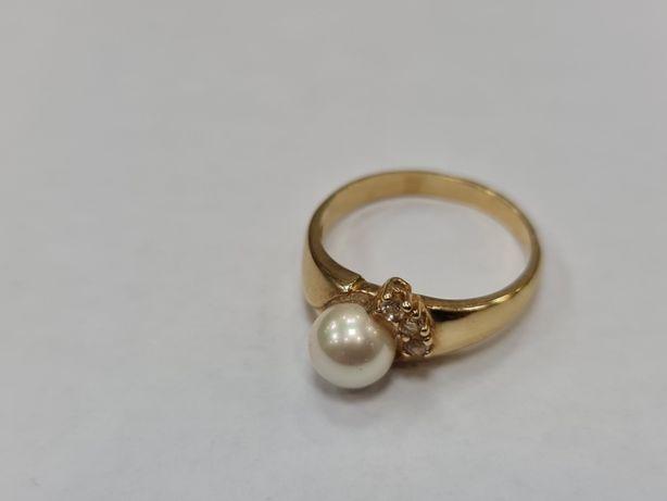 Piękny złoty pierścionek damski/ Perła + cyrkonie/ 585/ 3.54 gram/ R18