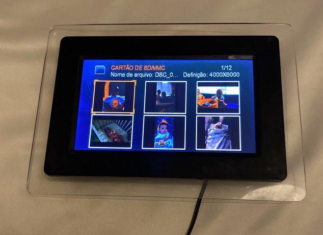 """Moldura Digital Mitsai 7"""" + Cartão Memória 1GB"""