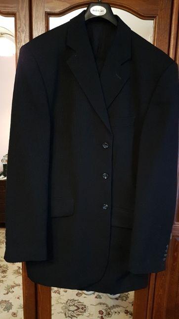 czarny męski garnitur