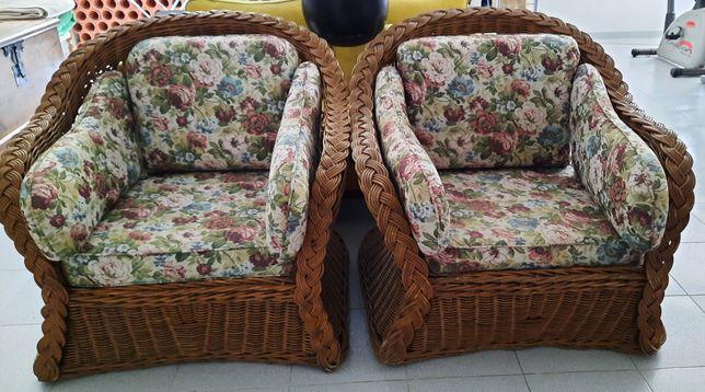 Conjunto de sofás em ratã