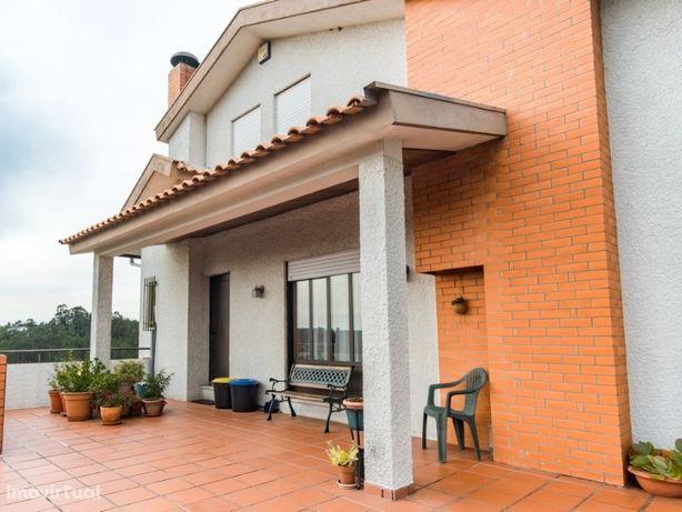 Excelente Moradia T6 no centro de Águeda com terreno e bo...