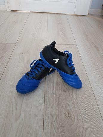 Sprzedam buty halowe Adidas roz. 33 w stanie bardzo dobrym.